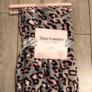 Juicy couture cozy blanket